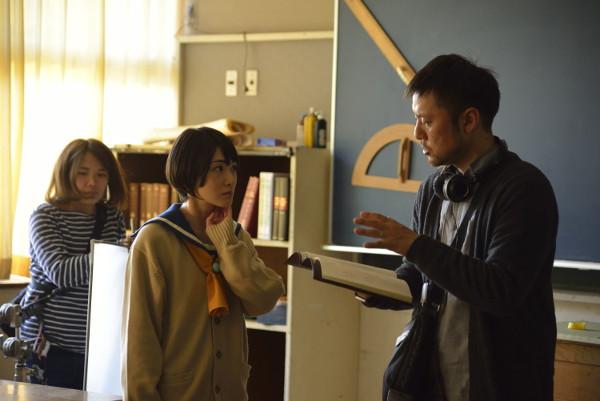 撮影現場で真剣に演技に取り組み主演・生駒里奈