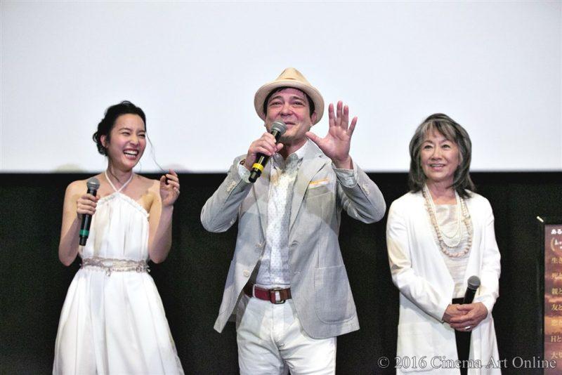 【写真】映画『手をつないでかえろうよ~シャングリラの向こうで~』完成披露舞台挨拶