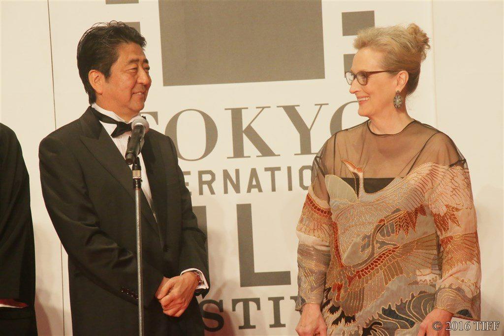 第29回 東京国際映画祭(TIFF) オープニングレッドカーペット メリル・ストリープ 安部晋三首相