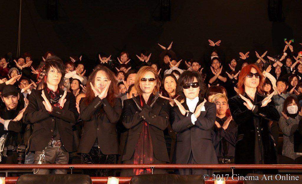 映画 「WE ARE X」完成披露ジャパンプレミア X JAPAN 観客の皆さんとXポーズ 記念撮影