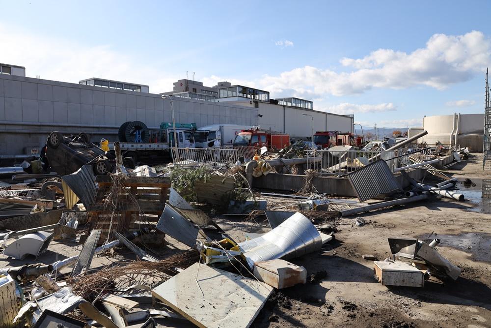 図1「津波で破壊された原発屋内」