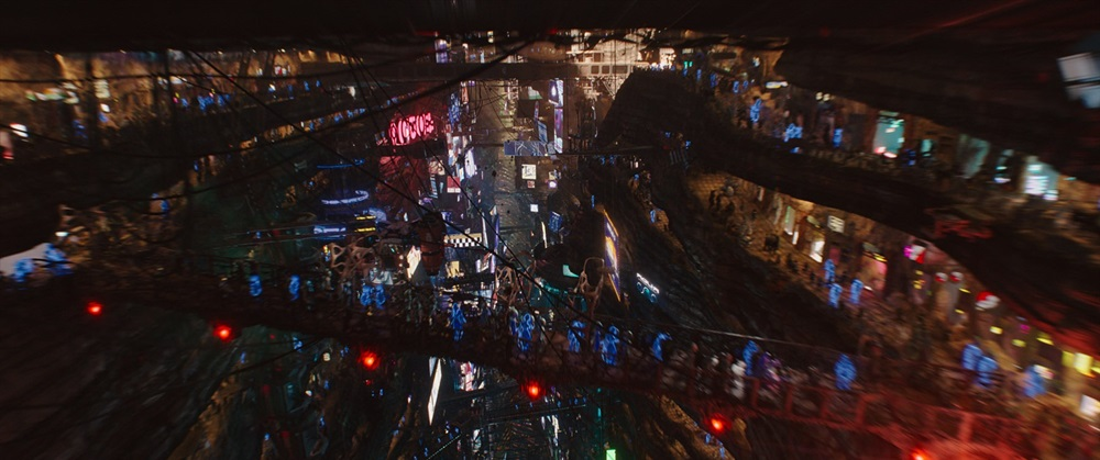 SG2 – BIG MARKET Big Market is the largest commerce center both on Alpha and in the universe. With over one million stores, the market is a massive tourist attraction which exists in alternate dimension. From visionary writer/director Luc Besson's Valerian and the City of a Thousand Planets. Photo courtesy of EuropaCorp © 2016 VALERIAN SAS – TF1 FILMS PRODUCTION