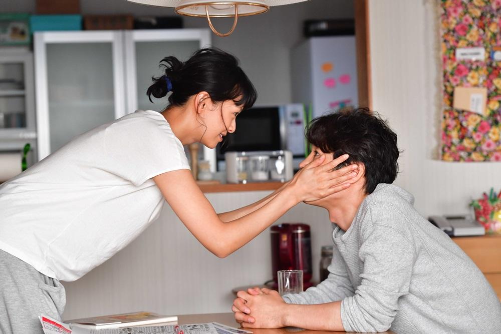 【画像】映画『家に帰ると妻が必ず死んだふりをしています。』メインカット2