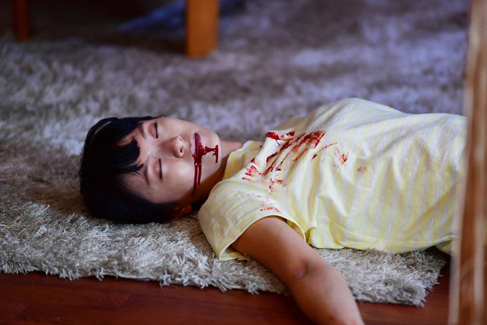 【画像】映画『家に帰ると妻が必ず死んだふりをしています。』場面カット