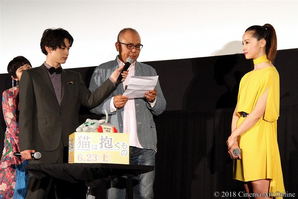 【写真】映画『猫は抱くもの』公開初日舞台挨拶 犬童一心監督から沢尻エリカへの手紙
