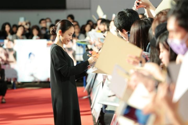 【写真】第31回東京国際映画祭(TIFF) GALAスクリーニング作品 映画『人魚の眠る家』ワールドプレミア レッドカーペットセレモニー (山口紗弥加)