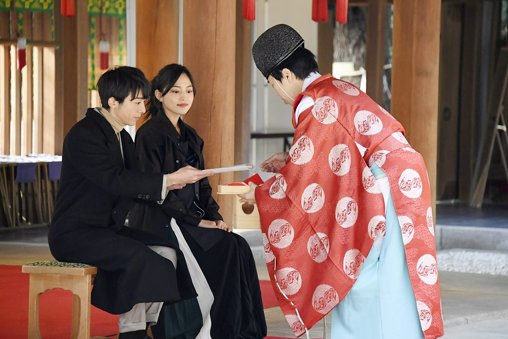 【写真】映画『九月の恋と出会うまで』高橋一生&川口春奈 心願成就祈願2
