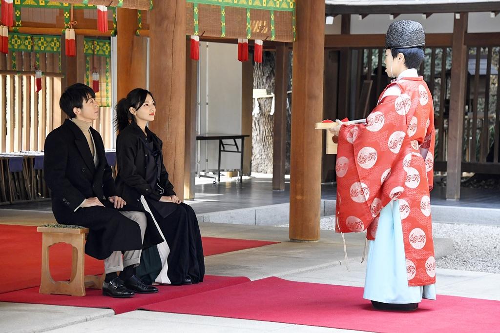 【写真】映画『九月の恋と出会うまで』高橋一生&川口春奈 心願成就祈願3