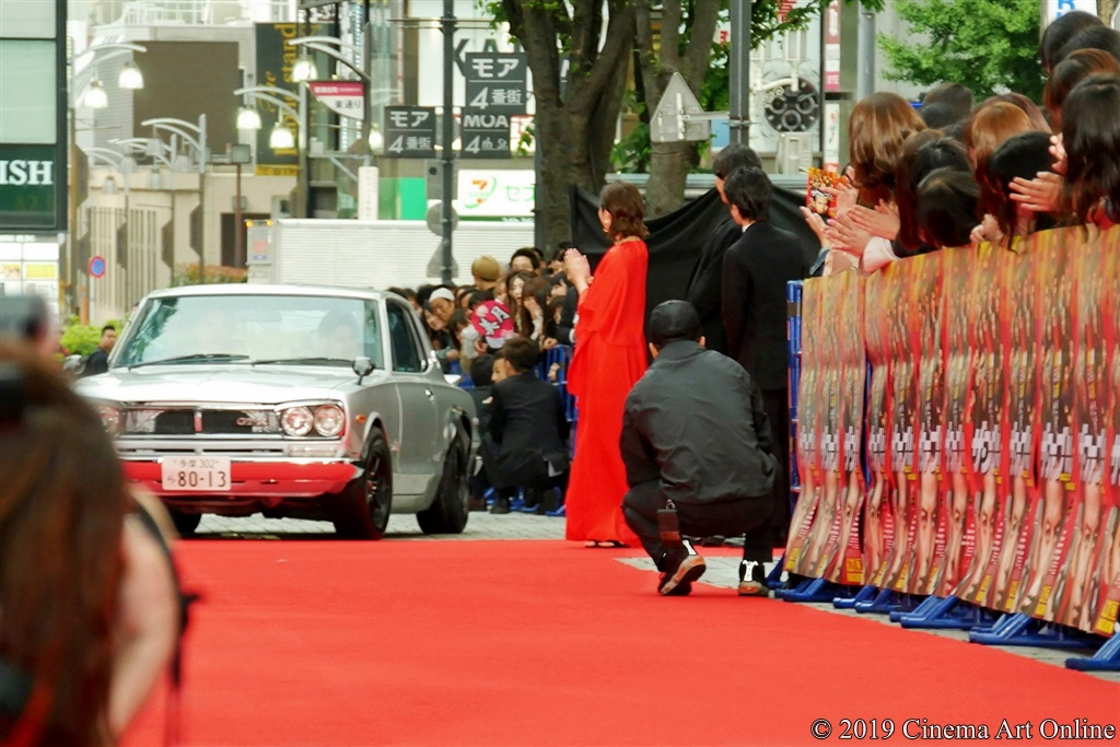 【写真】映画『ザ・ファブル』レッドカーペットイベント (岡田准一、ハチスカで登場)