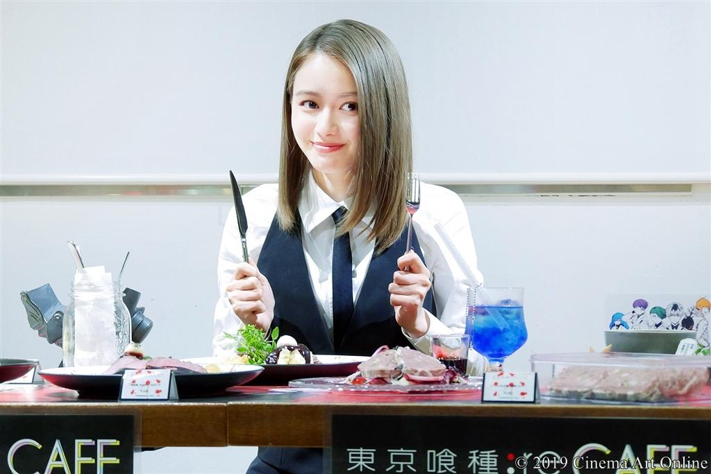 【写真】池袋「東京喰種:re CAFE」内覧イベント 「『美食家』月山のローストビーフ」(山本舞香)