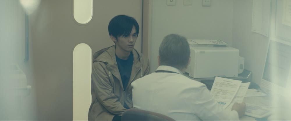 【画像】短編映画『Bon Voyage ボン・ ボヤージ 〜SMAの勇者、ここに誕⽣〜』場面カット (病院シーン)