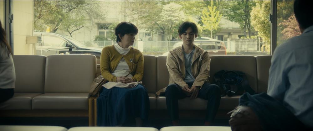 【画像】短編映画『Bon Voyage ボン・ ボヤージ 〜SMAの勇者、ここに誕⽣〜』場面カット (親子対話シーン)