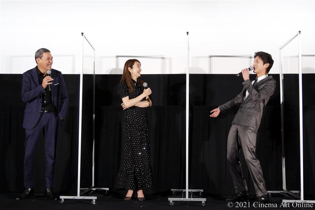 【写真】映画『砕け散るところを見せてあげる』公開記念舞台挨拶 (SABU監督中、矢田亜希子、中川大志)