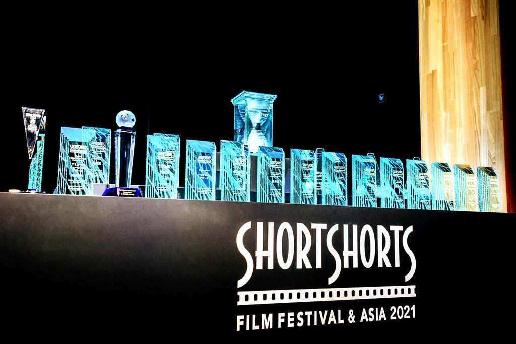 【写真】ショートショートフィルムフェスティバル&アジア2021 (SSFF & ASIA 2021) オープニングセレモニー (受賞トロフィー)