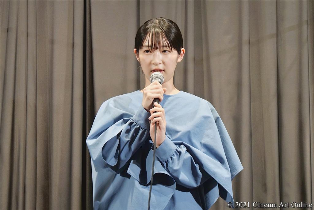 【写真】映画『うみべの女の子』完成披露舞台挨拶 (石川瑠華)