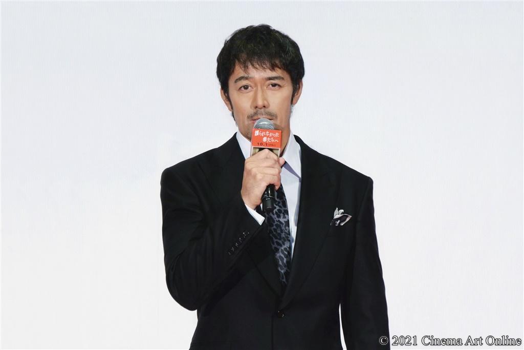 【写真】映画『護られなかった者たちへ』完成披露試写会 舞台挨拶 (阿部寛)