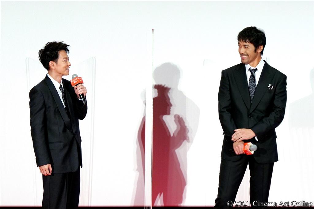 【写真】映画『護られなかった者たちへ』完成披露試写会 舞台挨拶 (佐藤健、阿部寛)