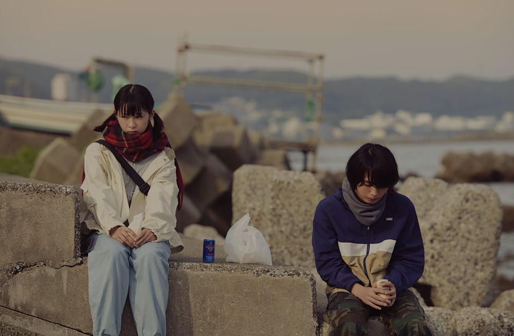 【画像】映画『うみべの女の子』メインカット