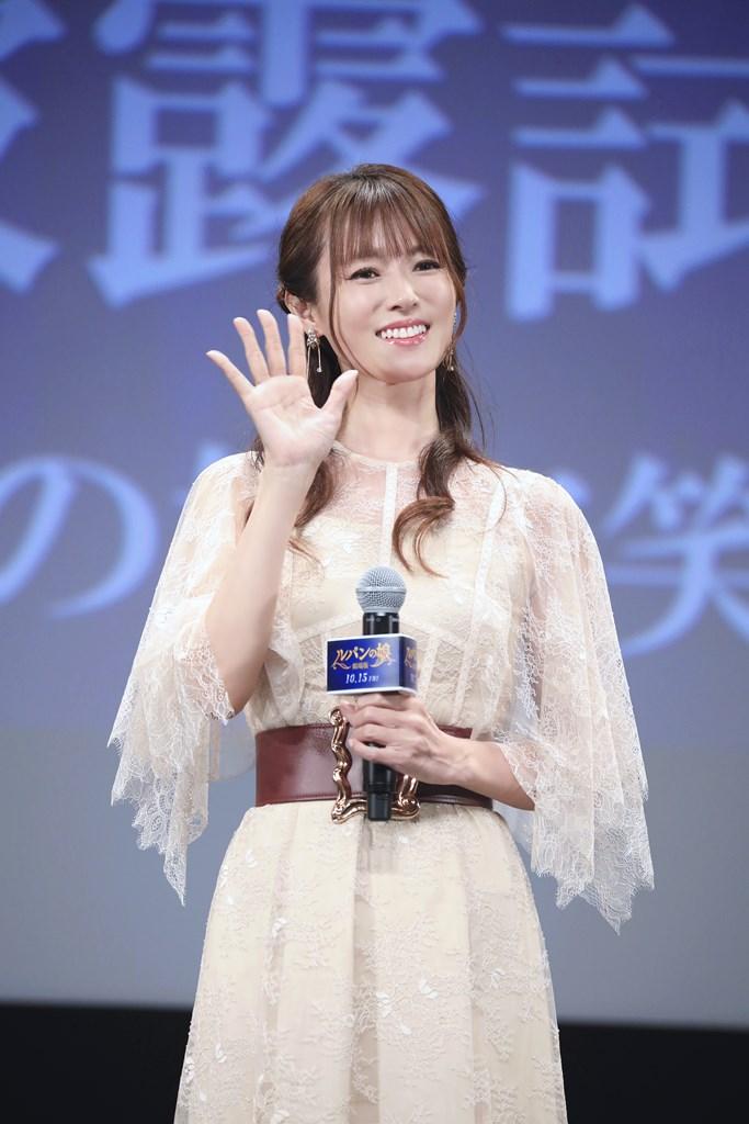 【写真】『劇場版 ルパンの娘』完成披露舞台挨拶 (深田恭子)